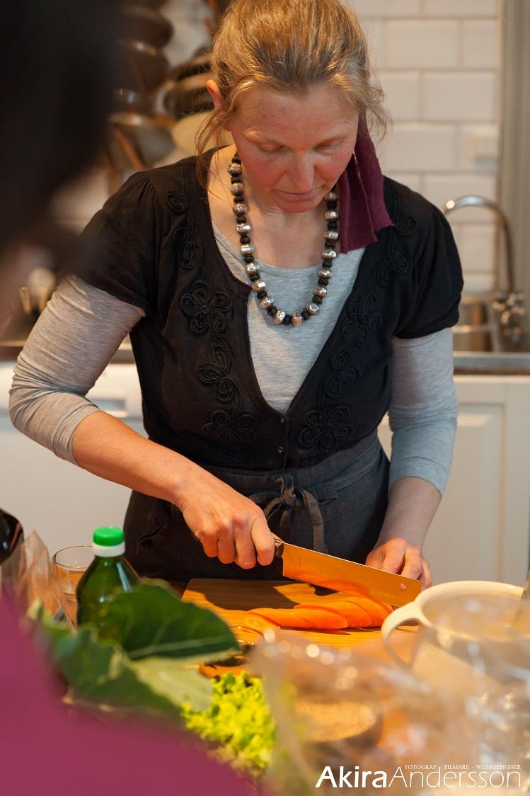 Jag skär morötter
